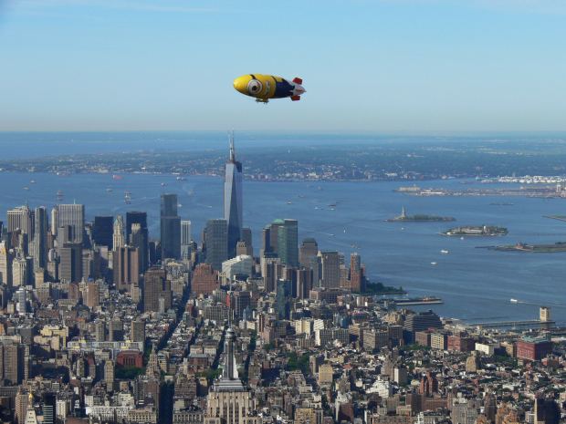 Despicablimp_over_NYC_by_Tom_Kaminski_2